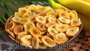 Банановые чипсы в миске