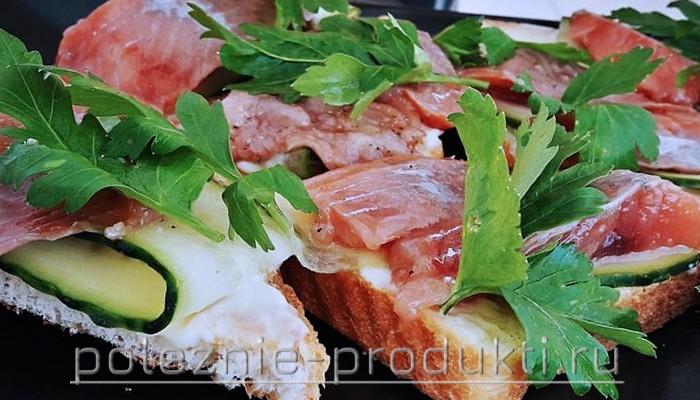 Бутерброды с кусочками горбуши