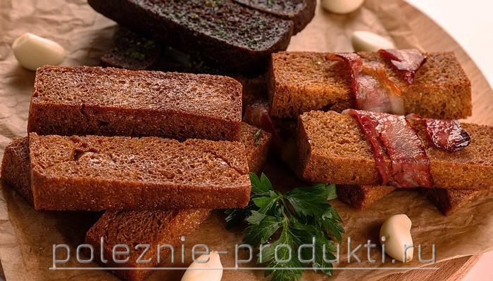 Хлебные гренки с мясом и чесноком