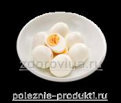 Яйца вареные в тарелке