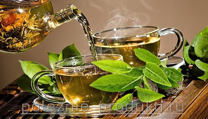 Свеже заваренный зеленый чай