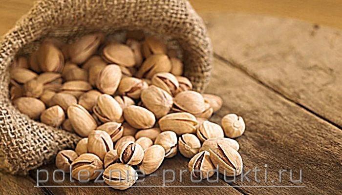 Свежие орехи фисташки