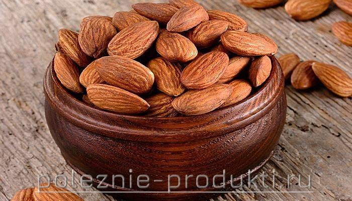 Свежие миндальные орехи